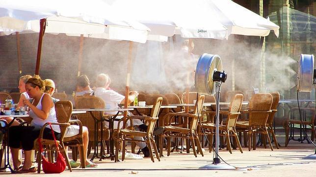 Sistemas de nebulización de agua en las terrazas de los establecimientos de hosteleria. Humificadores ambientales